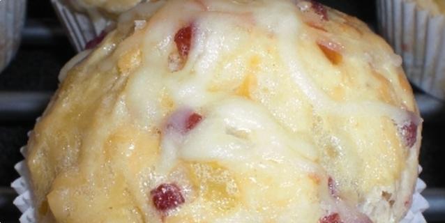 Socni muffini od pancete, sira i kapule