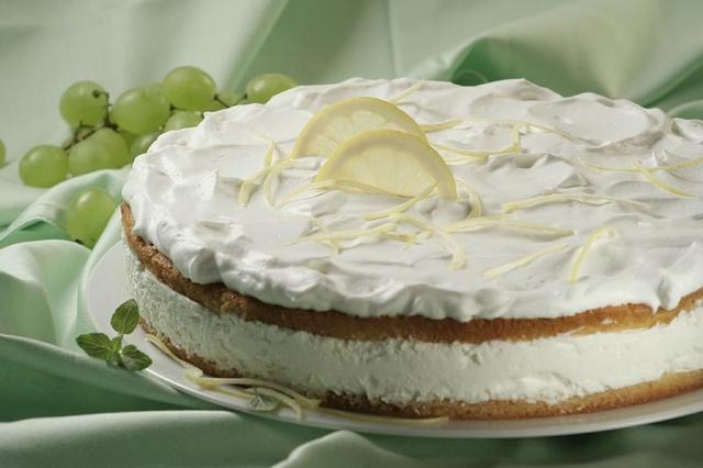 Summer Lemon Cake - mmmary
