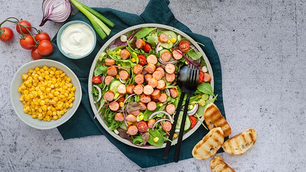 Povrtna salata s grill kobasicom_Coolinarika
