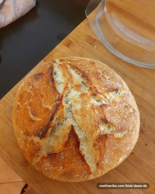 Domaći kruh - hrskav izvana, mekan iznutra