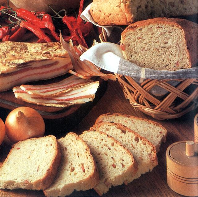 Kruh sa slaninom