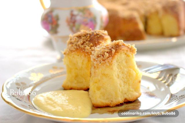 Zlatne buhtle sa domacim umakom od vanilije