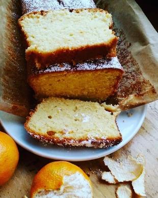 Socni kolac sa mandarinama, grizom i bademom