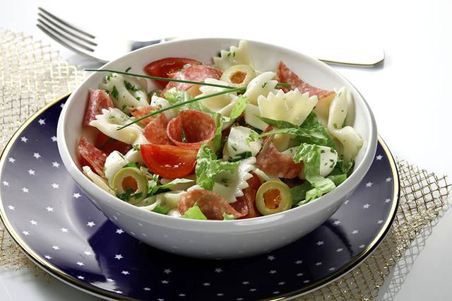 Salata sa zimskom kobasicom