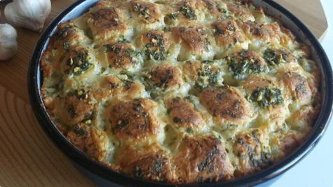 Kruh sa mozzarellom i češnjakom