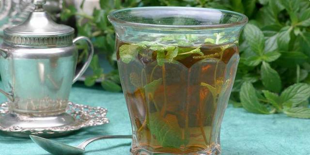Crni čaj s metvicom