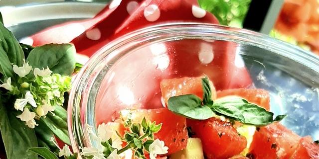 Salata od lubenice s krastavcem i feta sirom