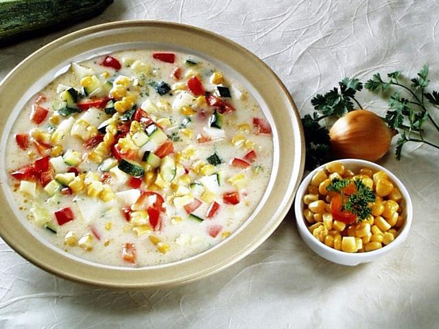 Gusta juha od povrća sa sirom