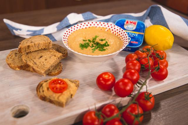 Namaz od sardina, grčkog jogurta i kapara