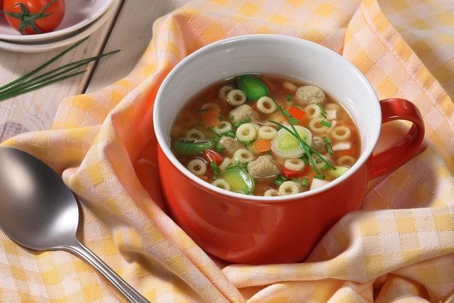 Domaća mesna juha s rajčicom