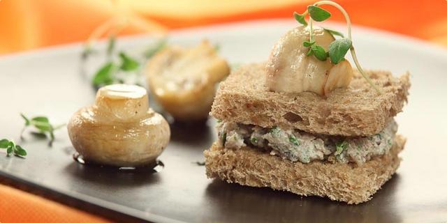 Kanape od gljiva i raženog kruha