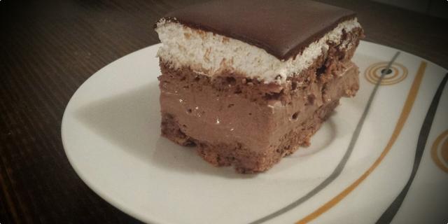 306f5ba656a54 Kupido kolac sa cokoladnom kremom — Coolinarika