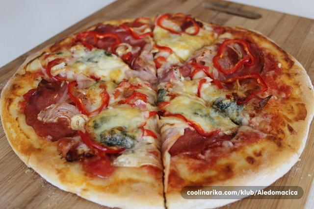 Pizza peperoni gorgonzola