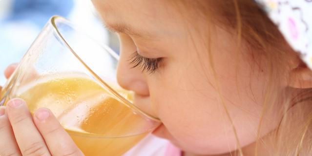 Što ponuditi djetetu - vodu ili sok?