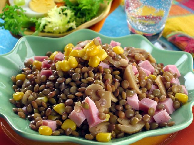 Salata od leće i šunke