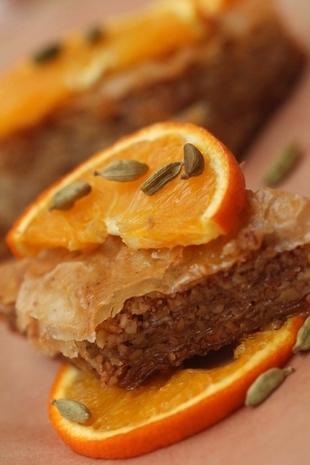 Baklava od pistacija i badema sa sirupom od kardamoma i narance