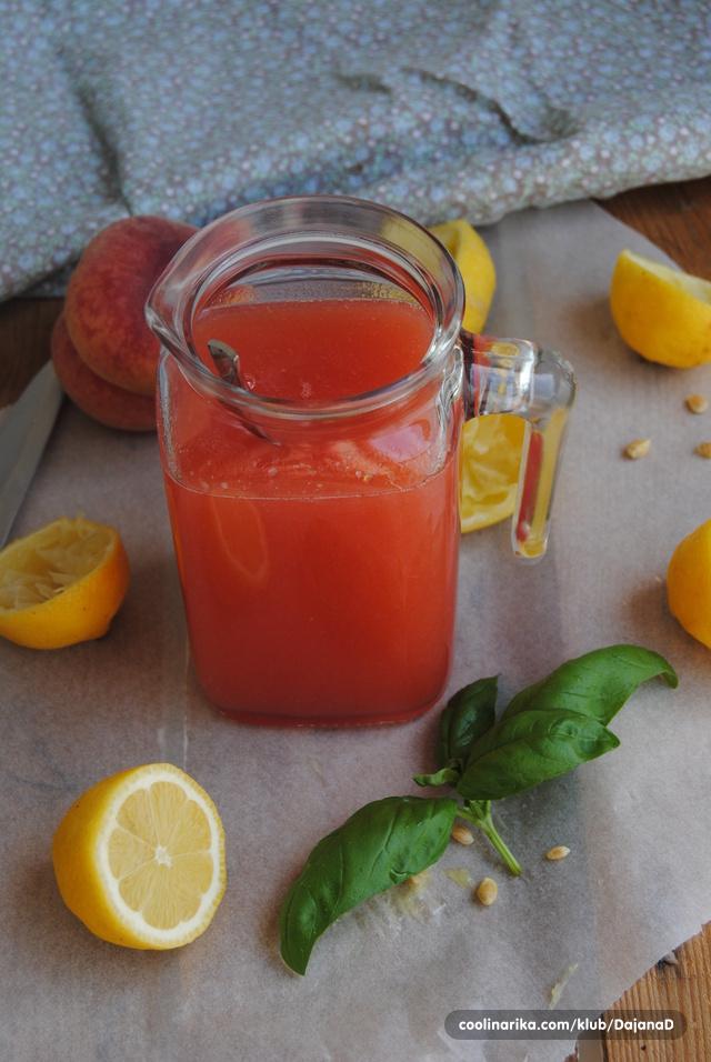 Osvježenje... Limunada s breskvom i bosiljkom