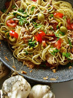 ღ Spaghetti s tunom i pomidorinima