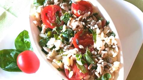 Orzo pasta salata sa cherry paradajzom i fetom
