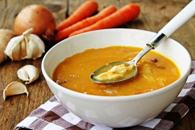 Pileća juha s češnjakom