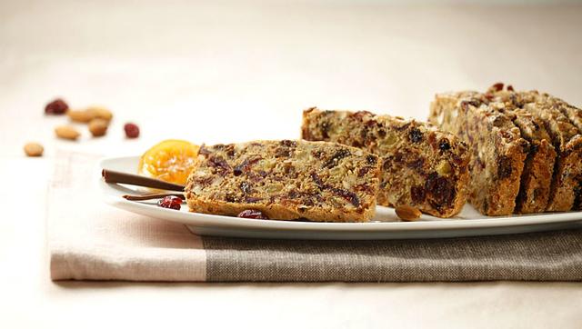 Blagdanski kolač sa suhim voćem