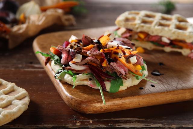 Street sendvič od ramsteka i povrća