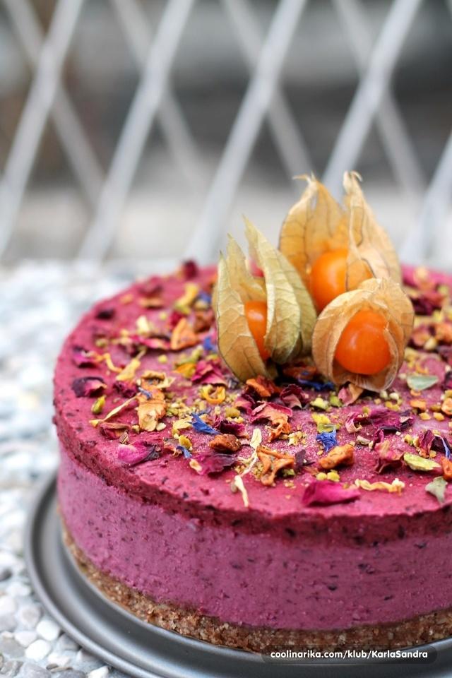 Sirova torta s šumskim voćem