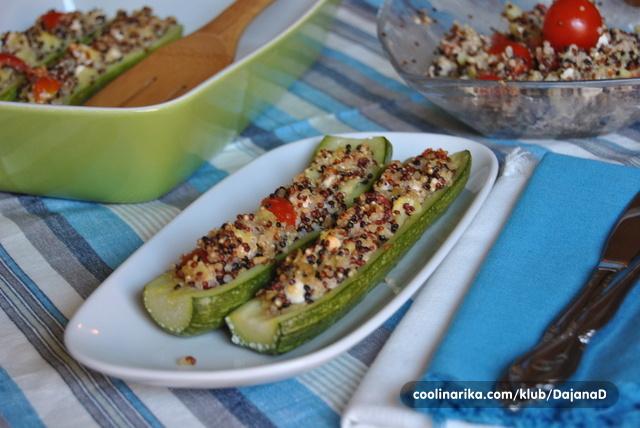 Tikvice punjene quinoom, fetom i rajčicama