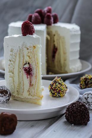 Bijela rustikalna tortica