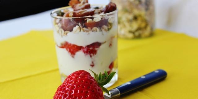 Jogurt sa hrskavim sjemenkama