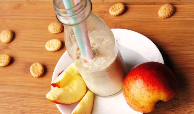 Mlijeko s Lino keksićima, jabukom i cimetom