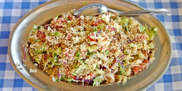 Miješana salata sa sezamom