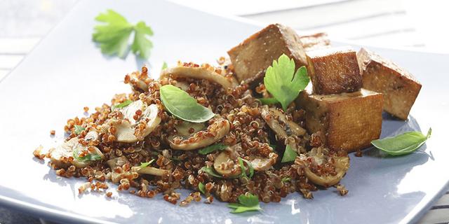 Crvena quinoa s tofuom