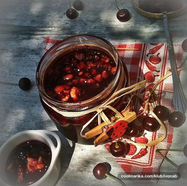 Marmelada od višnji sa orasima