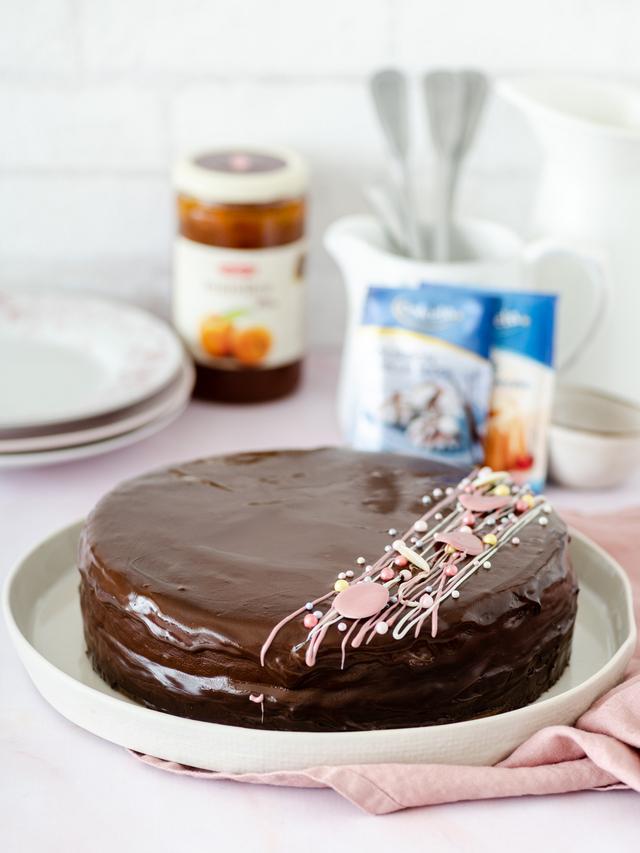 Sacher torta_Coolinarika