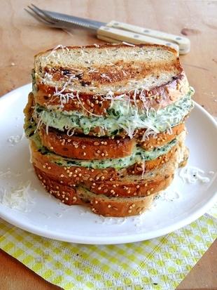 Spanak sendvić tostiran u tavi