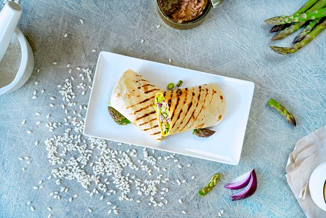 Wrap s tunom, rižom, šparogama i humusom_Coolinarika