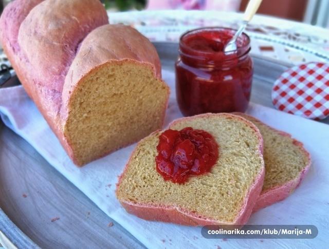 Ružičasti hleb sa cveklom