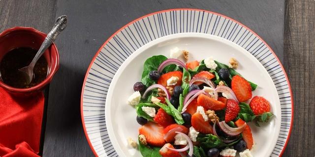 Voćna salata sa špinatom