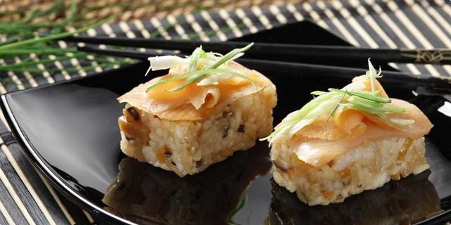 Chirashi - sushi s lososom