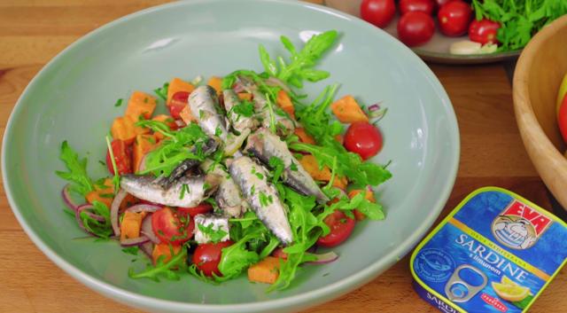 Topla salata sa sardinama