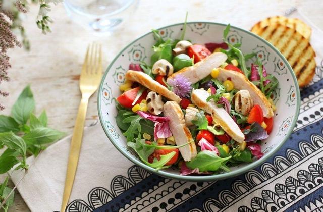 Lagana pileća salata