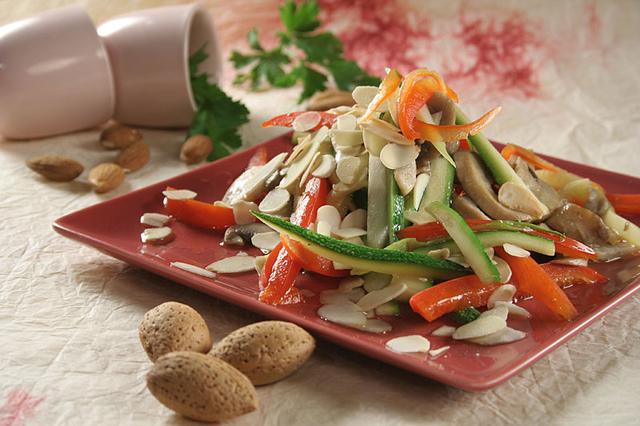 Povrće s bademima