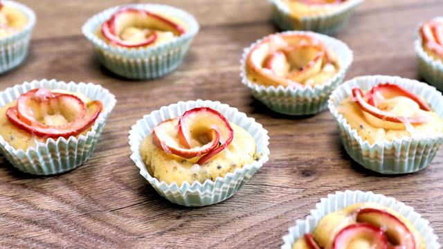 Mini muffinsi sa cvjetićima od jabuka