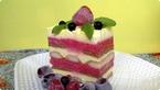 Torta sa piskotama i crvenim vocem