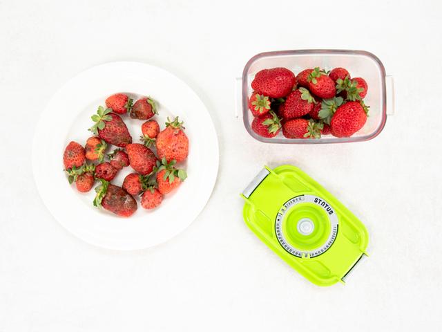 Razlika između namirnica, pohranjenih u doticaju sa zrakom, i vakuumsko pohranjenih namirnica je očita