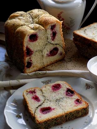 Slatki kruh s kupinama i makom(iz pekača kruha)