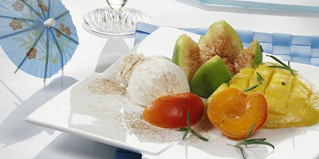 Pečeno voće s cimetom