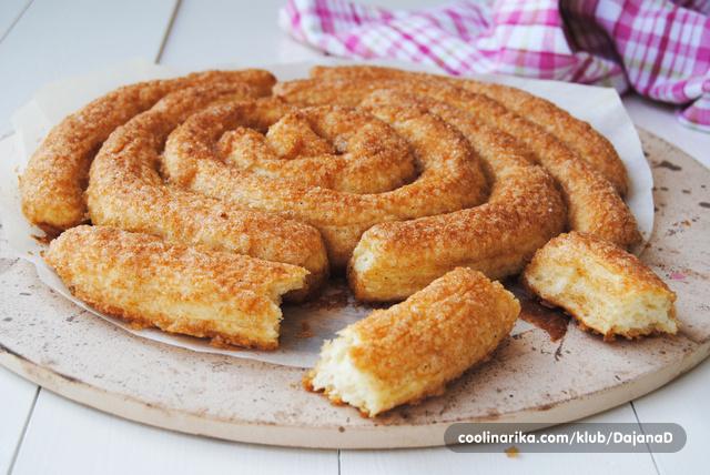 Slatki spiralni kruh s cimetom