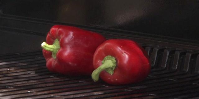 Pečenje paprika na roštilju